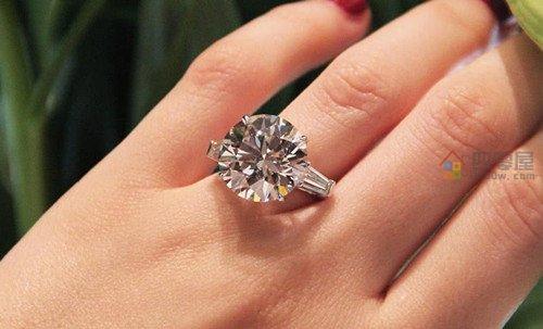 莫桑钻和钻石的区别:差距太大了-第2张图